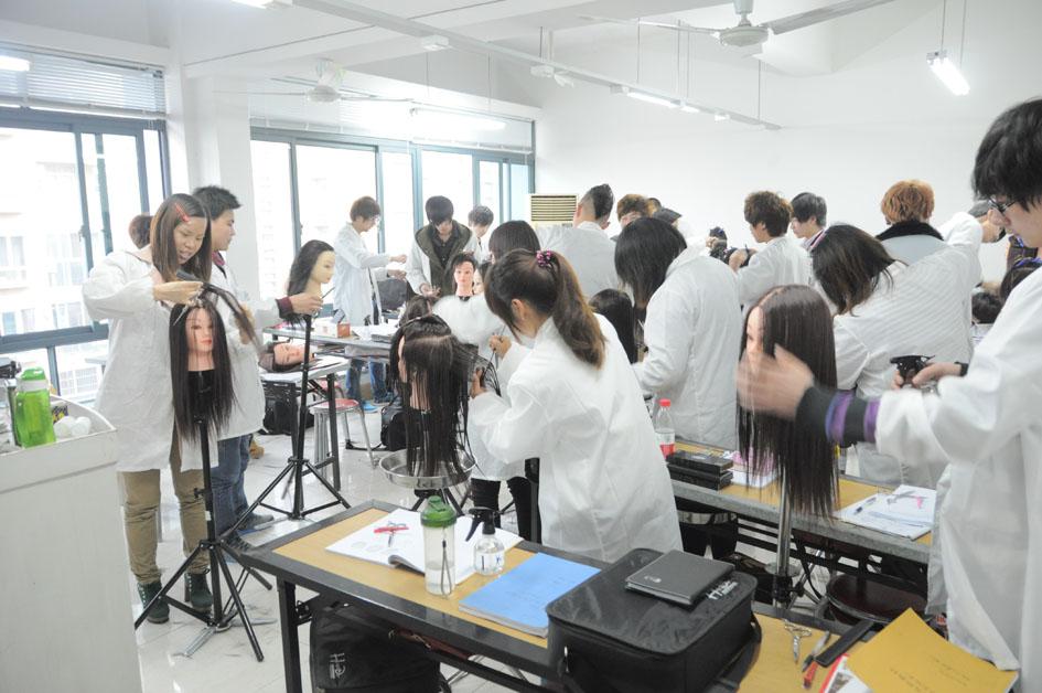 剪,吹,烫染,发型设计和各种时尚发型的裁剪和造型,各种美发造型用品的